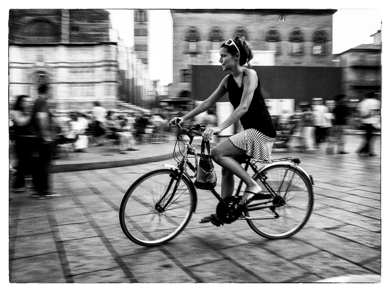 Commuter, Bologna : street : TIMOTHY FLOYD PHOTOGRAPHER, NATURE PHOTOGRAPHY, PHOTO ESSAYS, PHOTOJOURNALISM