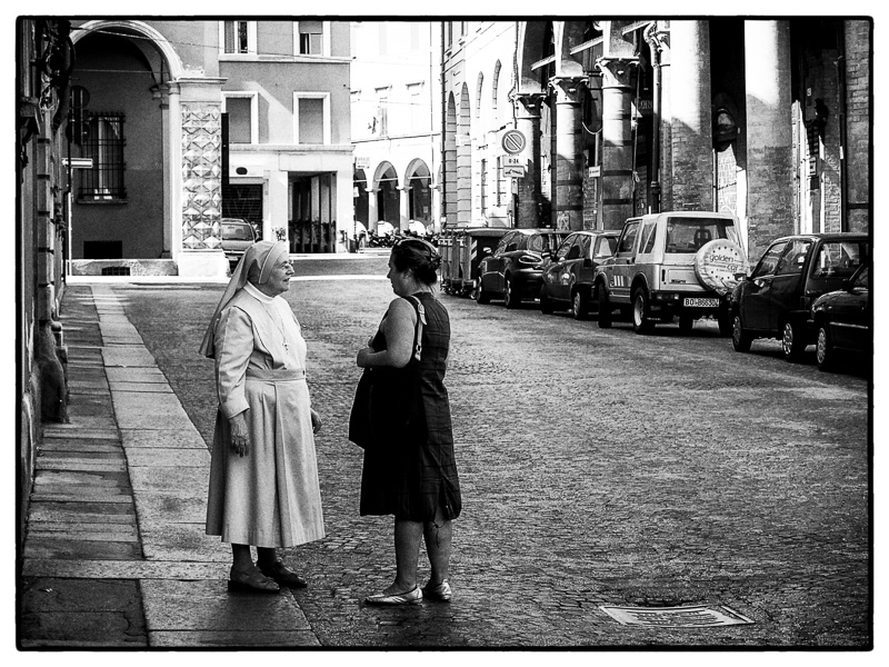 Sister, Bologna : street : TIMOTHY FLOYD PHOTOGRAPHER, NATURE PHOTOGRAPHY, PHOTO ESSAYS, PHOTOJOURNALISM