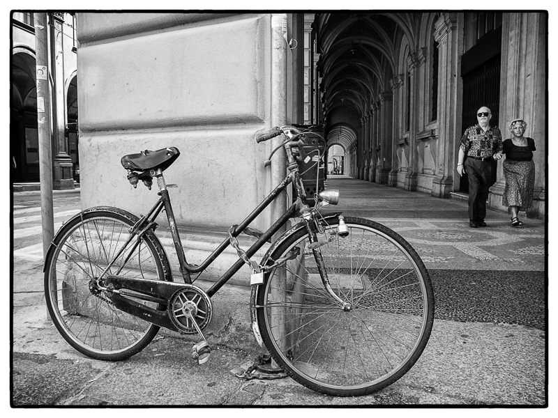 Bicycle, Bologna : street : TIMOTHY FLOYD PHOTOGRAPHER, NATURE PHOTOGRAPHY, PHOTO ESSAYS, PHOTOJOURNALISM