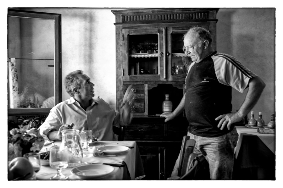 Conversation, Tuscany : monochrom : TIMOTHY FLOYD PHOTOGRAPHER, NATURE PHOTOGRAPHY, PHOTO ESSAYS, PHOTOJOURNALISM