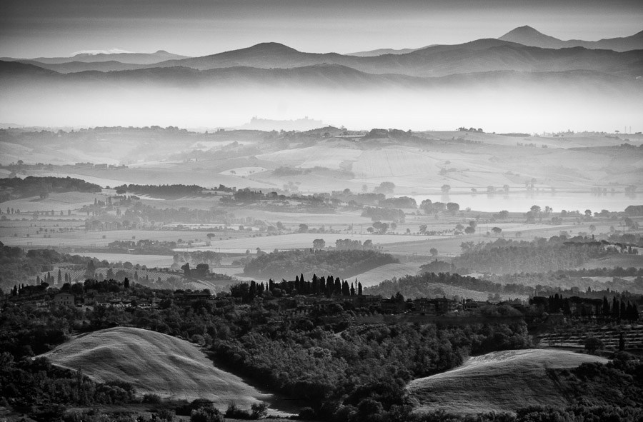 Tuscany : monochrom : TIMOTHY FLOYD PHOTOGRAPHER, NATURE PHOTOGRAPHY, PHOTO ESSAYS, PHOTOJOURNALISM