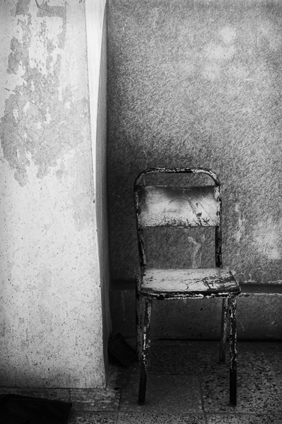 Chair, Karbala Governate, Iraq : monochrom : TIMOTHY FLOYD PHOTOGRAPHER, NATURE PHOTOGRAPHY, PHOTO ESSAYS, PHOTOJOURNALISM