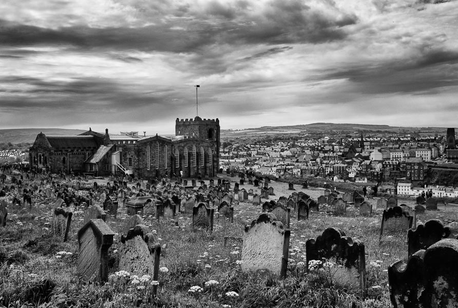 Whitby, Yorkshire : monochrom : TIMOTHY FLOYD PHOTOGRAPHER, NATURE PHOTOGRAPHY, PHOTO ESSAYS, PHOTOJOURNALISM