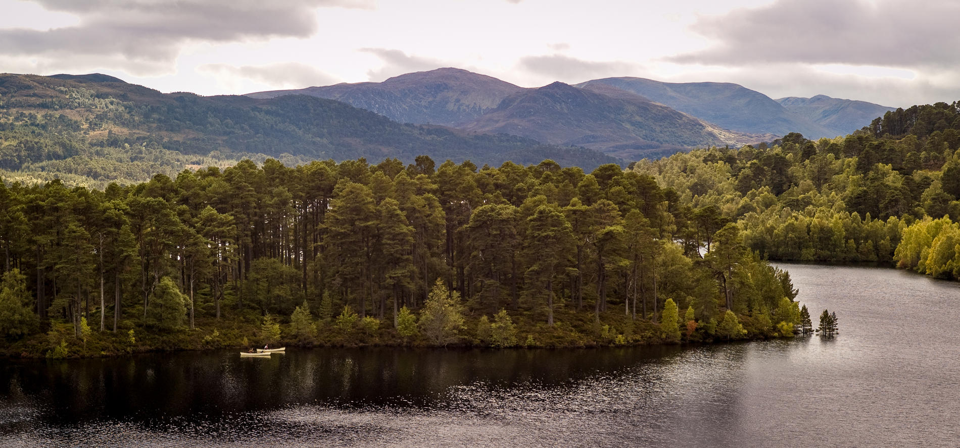 Loch Affric, Scotland : landscapes : TIMOTHY FLOYD PHOTOGRAPHER, NATURE PHOTOGRAPHY, PHOTO ESSAYS, PHOTOJOURNALISM