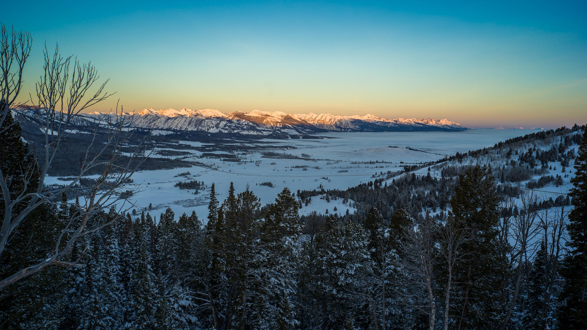 Dawn on Sawtooth Mountains, Stanley Basin : landscapes : TIMOTHY FLOYD PHOTOGRAPHER, NATURE PHOTOGRAPHY, PHOTO ESSAYS, PHOTOJOURNALISM