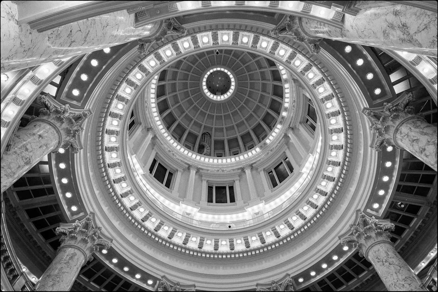 State Capitol Dome, Idaho : street & stories : TIMOTHY FLOYD PHOTOGRAPHER, NATURE PHOTOGRAPHY, PHOTO ESSAYS, PHOTOJOURNALISM